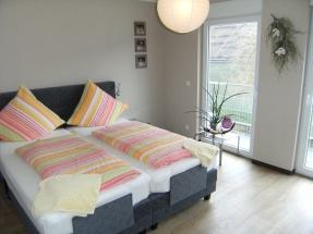 Modern eingerichtete Zimmer